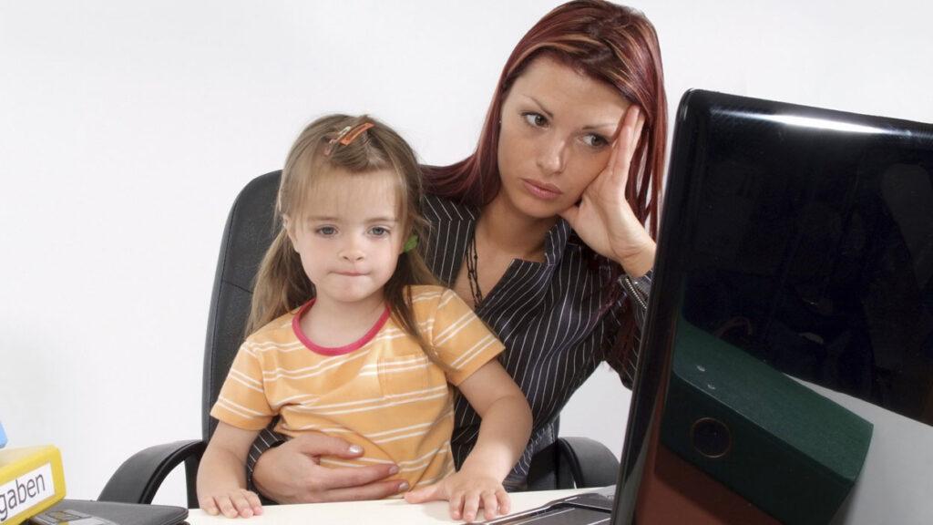 Работа с перспективой хорошей карьеры или ребенок?