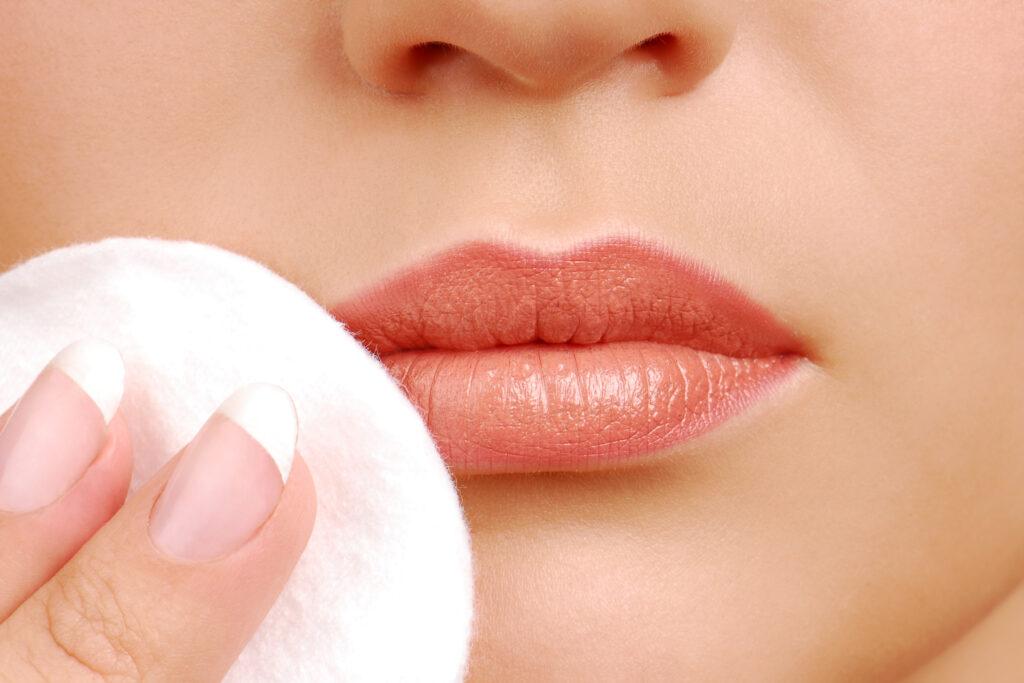 Удаление макияжа с губ? Это не ерунда