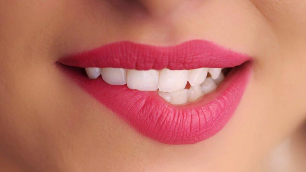 Вредные привычки, плохо влияющие на губы