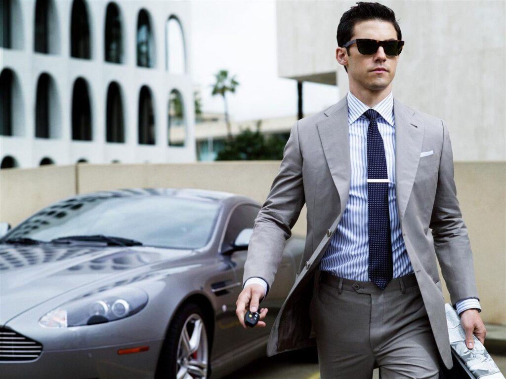 Богатый парень с машиной